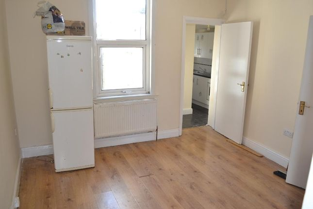 2 bed flat to rent in Barking Road, Plaistow, London E13