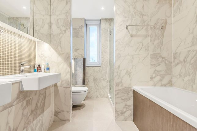 Bathroom of Cable, Pilot Walk, Parkside, Greenwich Peninsula SE10