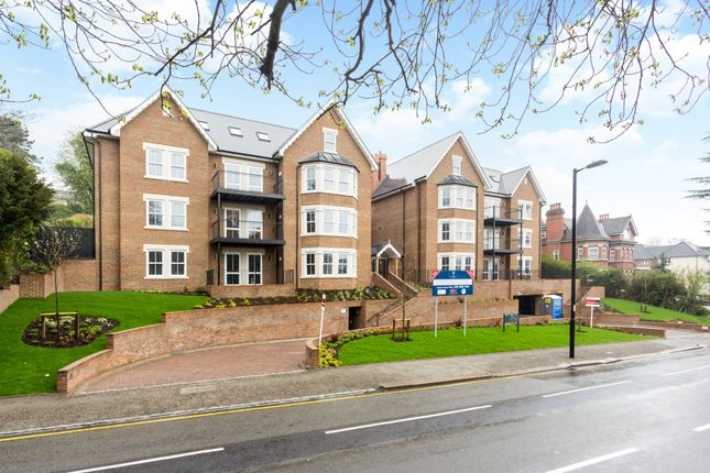 2 bed flat to rent in Foxley Lane, Purley CR8