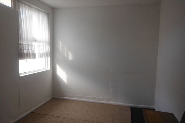 Thumbnail Flat to rent in Cross Street, Camborne