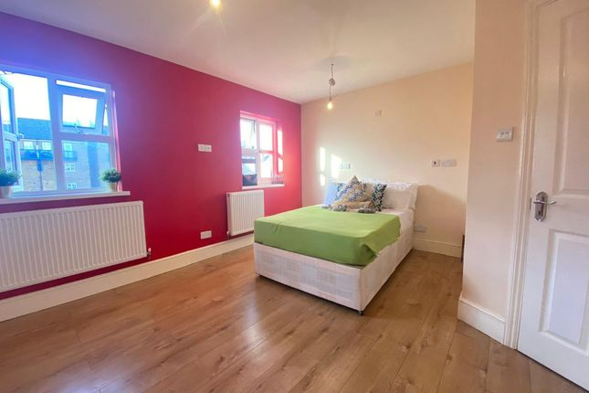Room to rent in Barnsdale Avenue, London E14