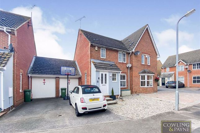 3 bed semi-detached house to rent in Barraglade, Wickford, Essex SS12