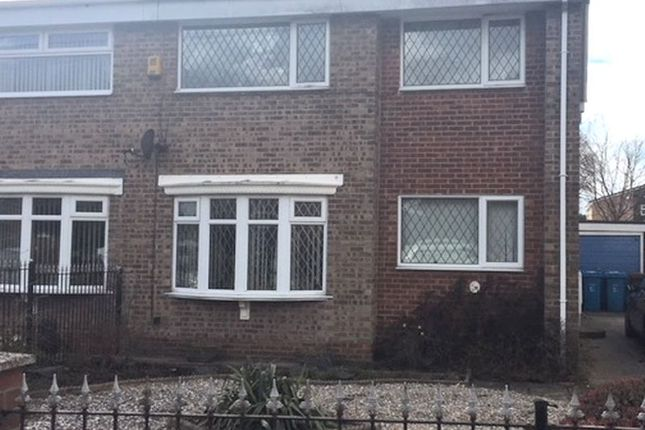4 bed semi-detached house to rent in Downfield Avenue, Hull