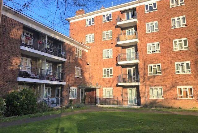 Thumbnail Flat to rent in Edensor Gardens, Chiswick, London