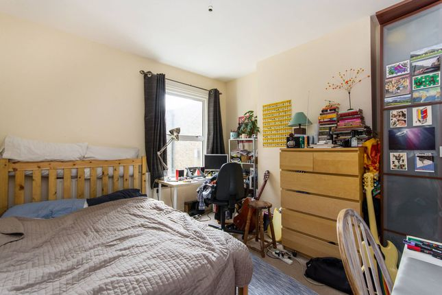 Thumbnail Flat to rent in Mantus Road, Bethnal Green, London