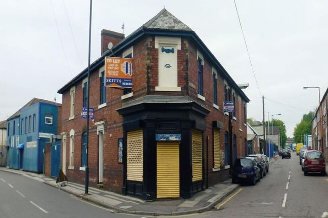 Retail premises to let in Stringes Lane, Willenhall