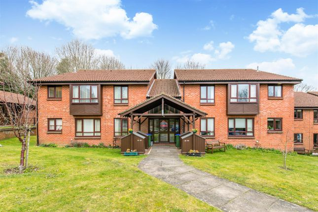 Thumbnail Flat for sale in Warren Drive, Lewes