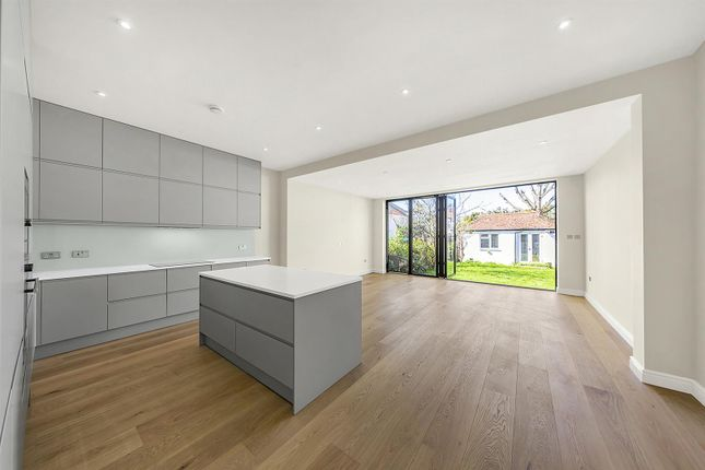 Thumbnail Property to rent in Kings Avenue, London