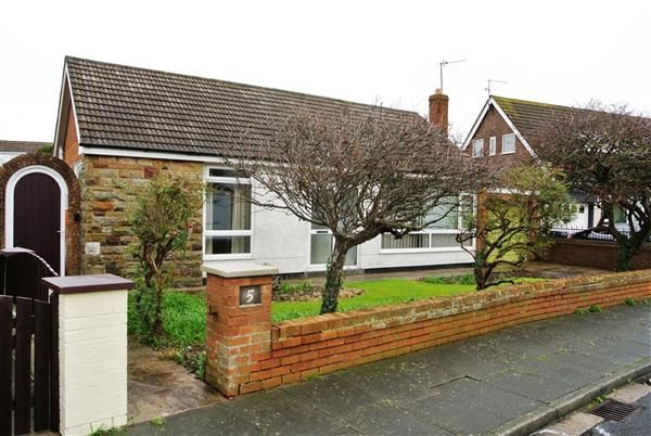 2 bed bungalow for sale in Evesham Close, Thornton-Cleveleys