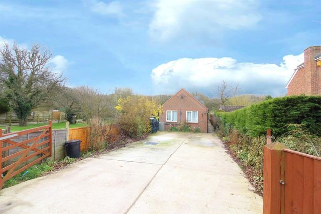 Thumbnail Bungalow for sale in Bromley Green Road, Ruckinge, Ashford
