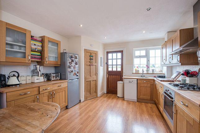Thumbnail Flat to rent in Marsham Chambers, Station Road, Gerrards Cross, Bucks