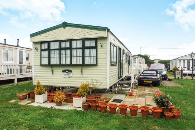 2 bed mobile/park home for sale in Kingfisher Park Homes, Butt Lane, Burgh Castle, Great Yarmouth