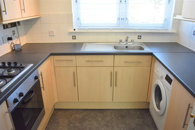 Kitchen of Maxwellton Avenue, East Kilbride, Glasgow G74