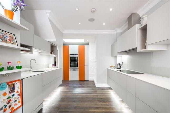 Thumbnail Terraced house for sale in Islington Green, London