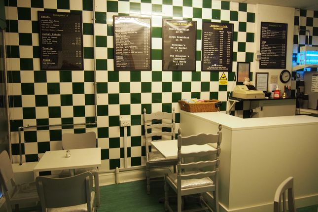 Thumbnail Restaurant/cafe for sale in Cafe & Sandwich Bars WF13, West Yorkshire
