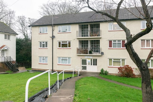 2 bed flat to rent in West Park Drive East, Shadwell, Leeds LS8