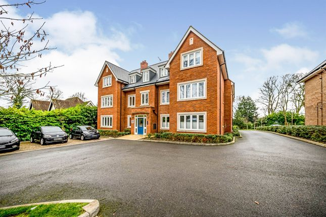 Thumbnail Flat for sale in Amersham Road, High Wycombe