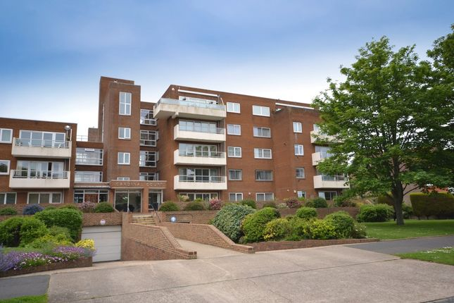 2 bedroom flat to rent in Grand Avenue, Worthing