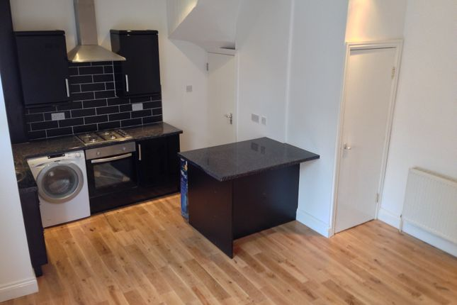 Thumbnail Terraced house to rent in Harold View, Hyde Park, Leeds