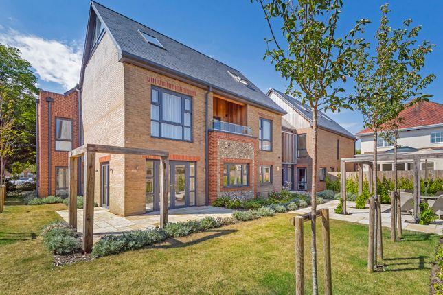 Thumbnail Flat to rent in Station Road, Rustington, Littlehampton