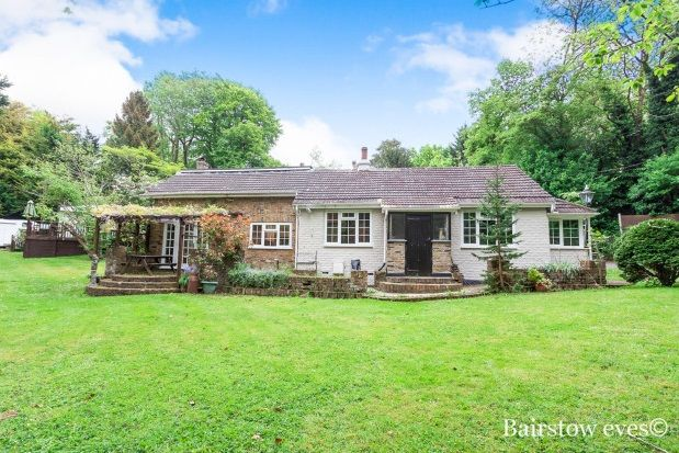 Thumbnail Bungalow to rent in Berrys Green Road, Berrys Green, Westerham