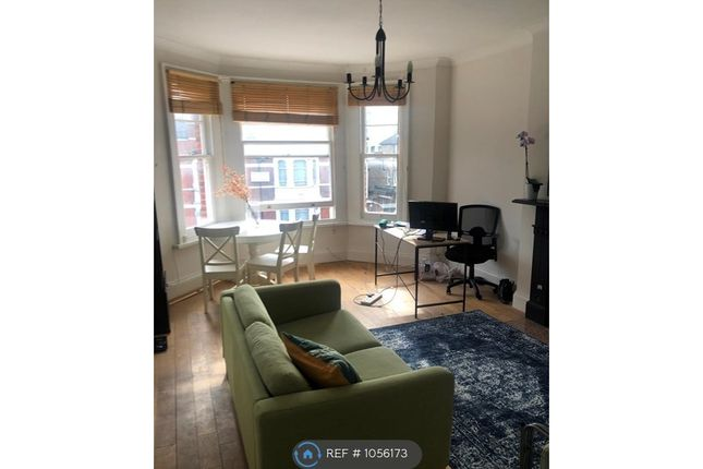 2 bed flat to rent in Gleneagle Road, London SW16
