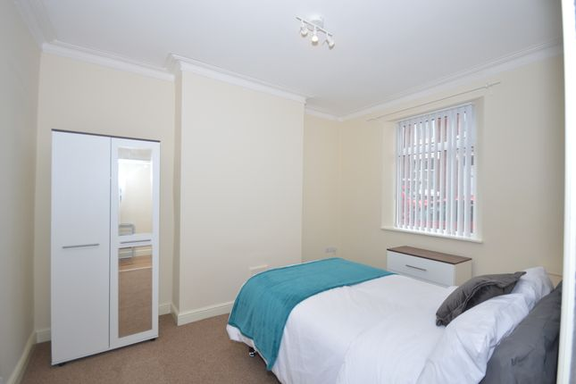 Thumbnail Shared accommodation to rent in West Brampton, Newcastle Under Lyme