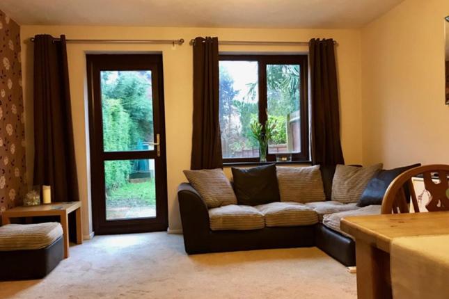 2 bed terraced house to rent in Malham Gardens, Basingstoke
