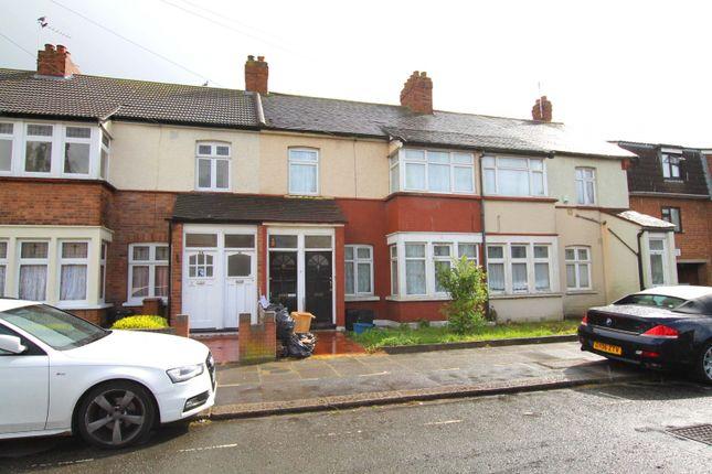 Thumbnail Flat to rent in Lynn Road, Ilford