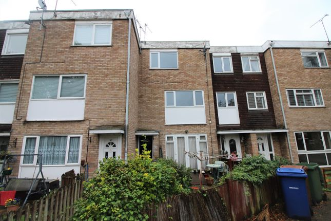 2 bed maisonette to rent in Boyce Road, Stanford Le Hope SS17