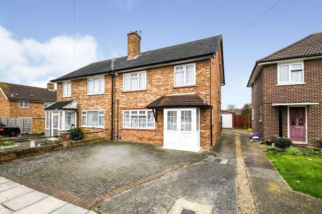 Front of Bell Avenue, Romford RM3