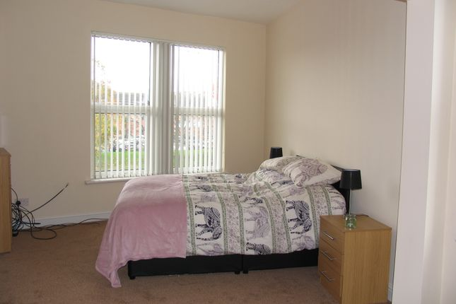 Thumbnail Shared accommodation to rent in Dewsbury Road, Leeds