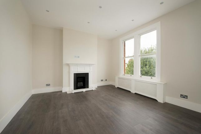 2 bed flat to rent in Avondale Mansions, Rostrevor Road, London