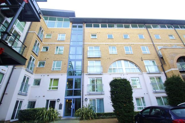 Thumbnail Flat to rent in Hopton Road, London