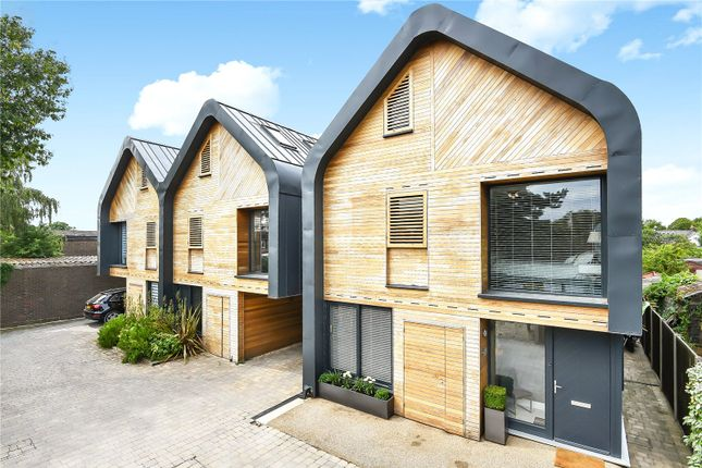 Thumbnail Detached house for sale in Adrian Road, Abbots Langley