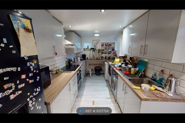 6 bed terraced house to rent in Kings Grove, London SE15