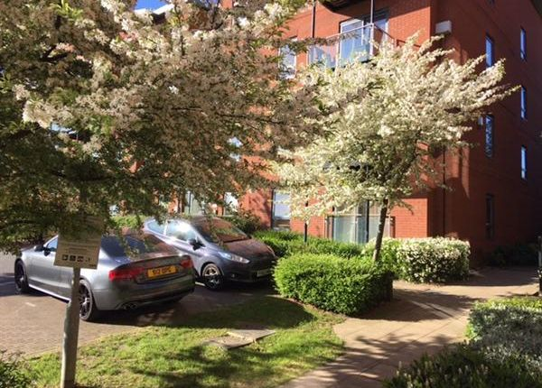 Thumbnail Flat for sale in Bouverie Court, Leeds