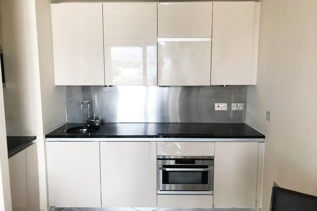 Kitchen of City Loft, The Quays, Salford Quays M50