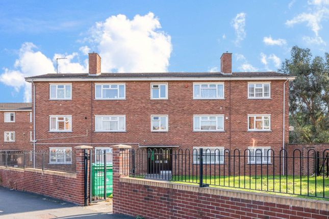 2 bed flat for sale in Gill Avenue, Fishponds BS16