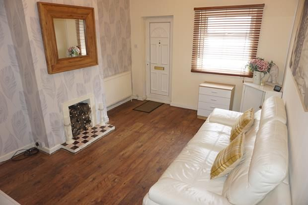 2 bed semi-detached house to rent in West Street, St Georges TF2