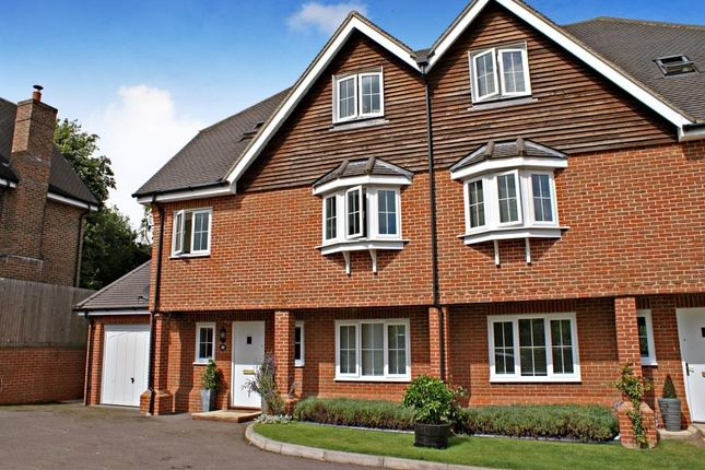 4 bed semi-detached house to rent in Bay Trees, Hurst Green, Oxted