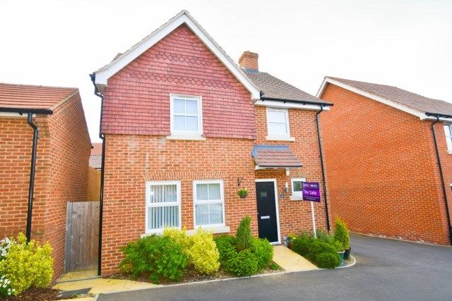 Thumbnail Detached house for sale in Roedeer Close, Emsworth