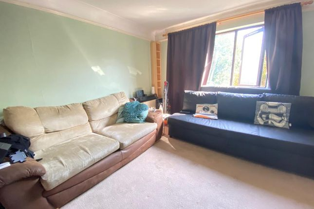 Thumbnail Studio to rent in Whitecroft, Horley