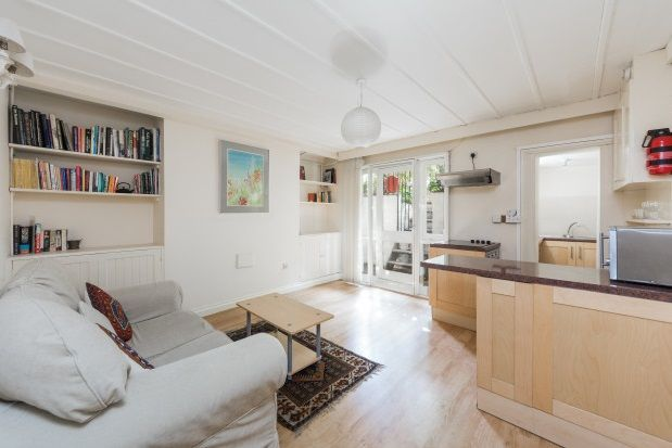 Flat to rent in Grosvenor Road, Pimlico