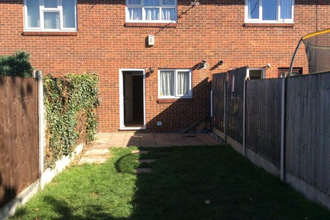 2 bed terraced house to rent in Dryden Place, Tilbury
