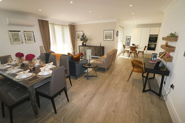 3 bed flat for sale in Golders Green Road, London NW11