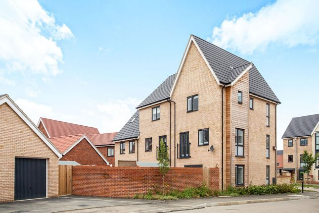 Thumbnail Town house to rent in Beaufort Road, Upper Cambourne, Cambridge