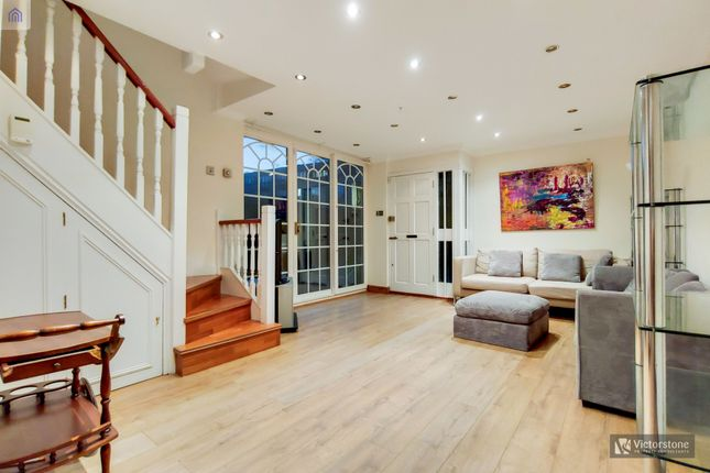 Thumbnail Semi-detached house to rent in Essex Road, Angel, London