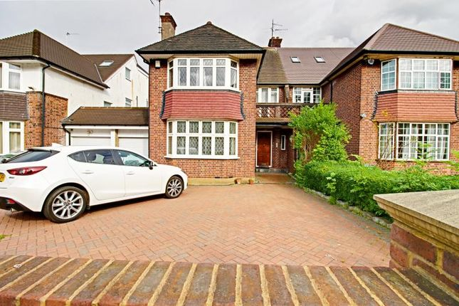 4 bed semi-detached house to rent in High Road, North Finchley, London