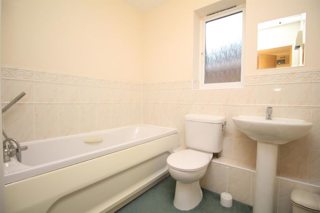 Thumbnail Flat to rent in Peter Candler Way, Kennington, Ashford